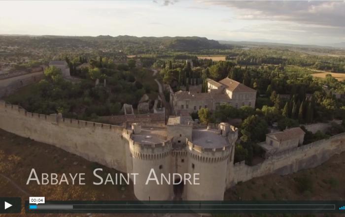 Vidéo événement : survol des toits de l'abbaye au couchant